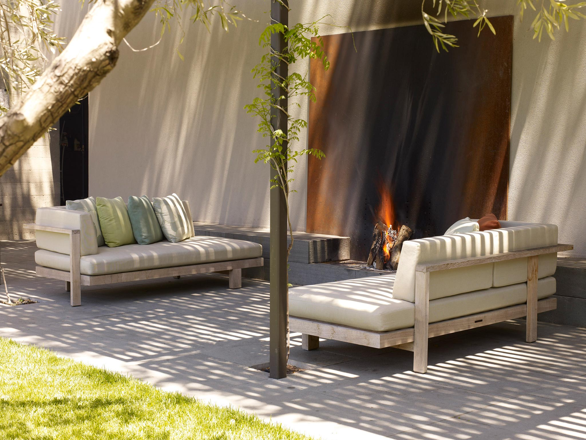 Claremont modern aesthetic pavillon house guest view of outside area