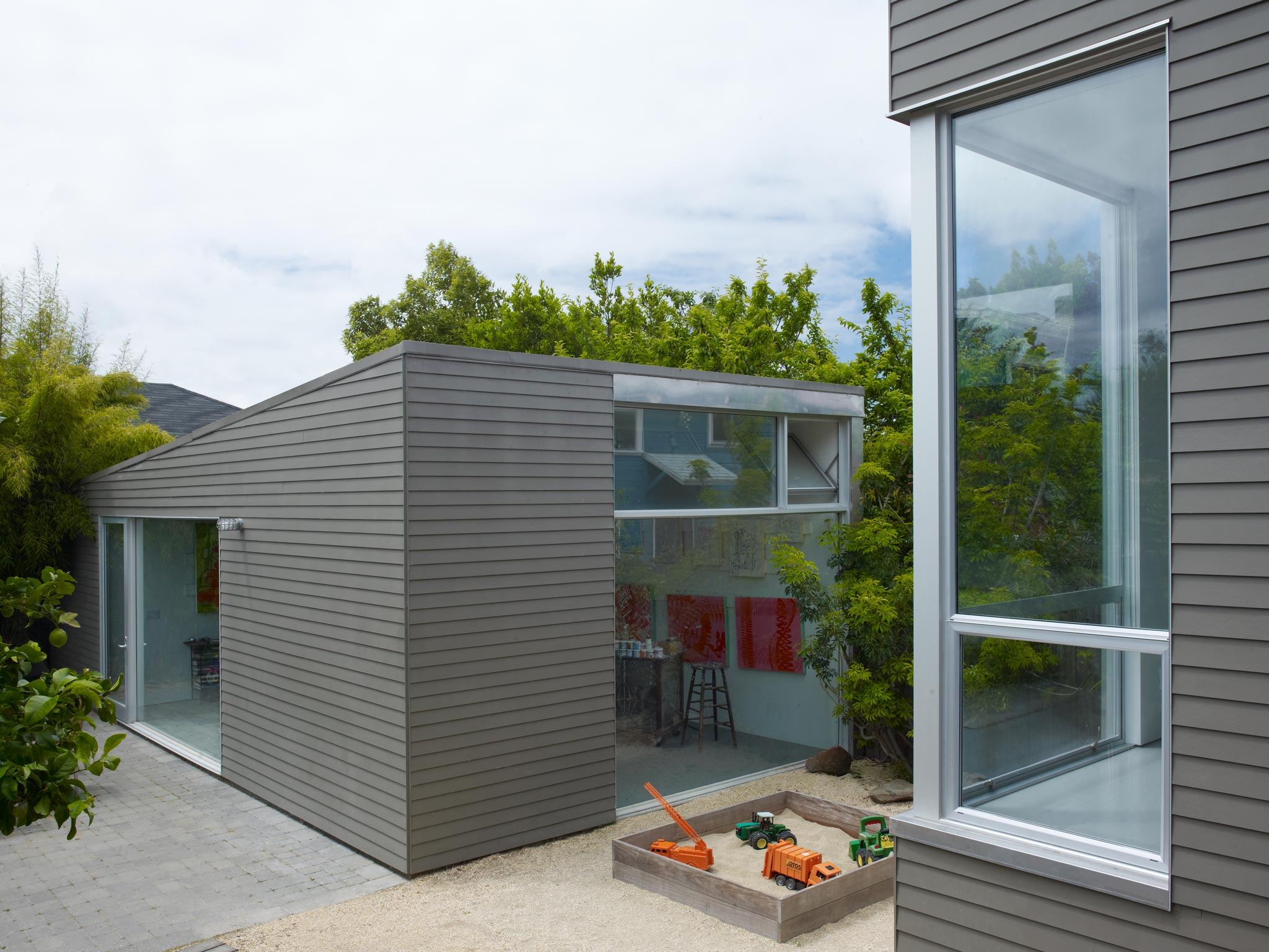 Oakland Urban modern master suite, roof deck and artist's studio exterior view of house