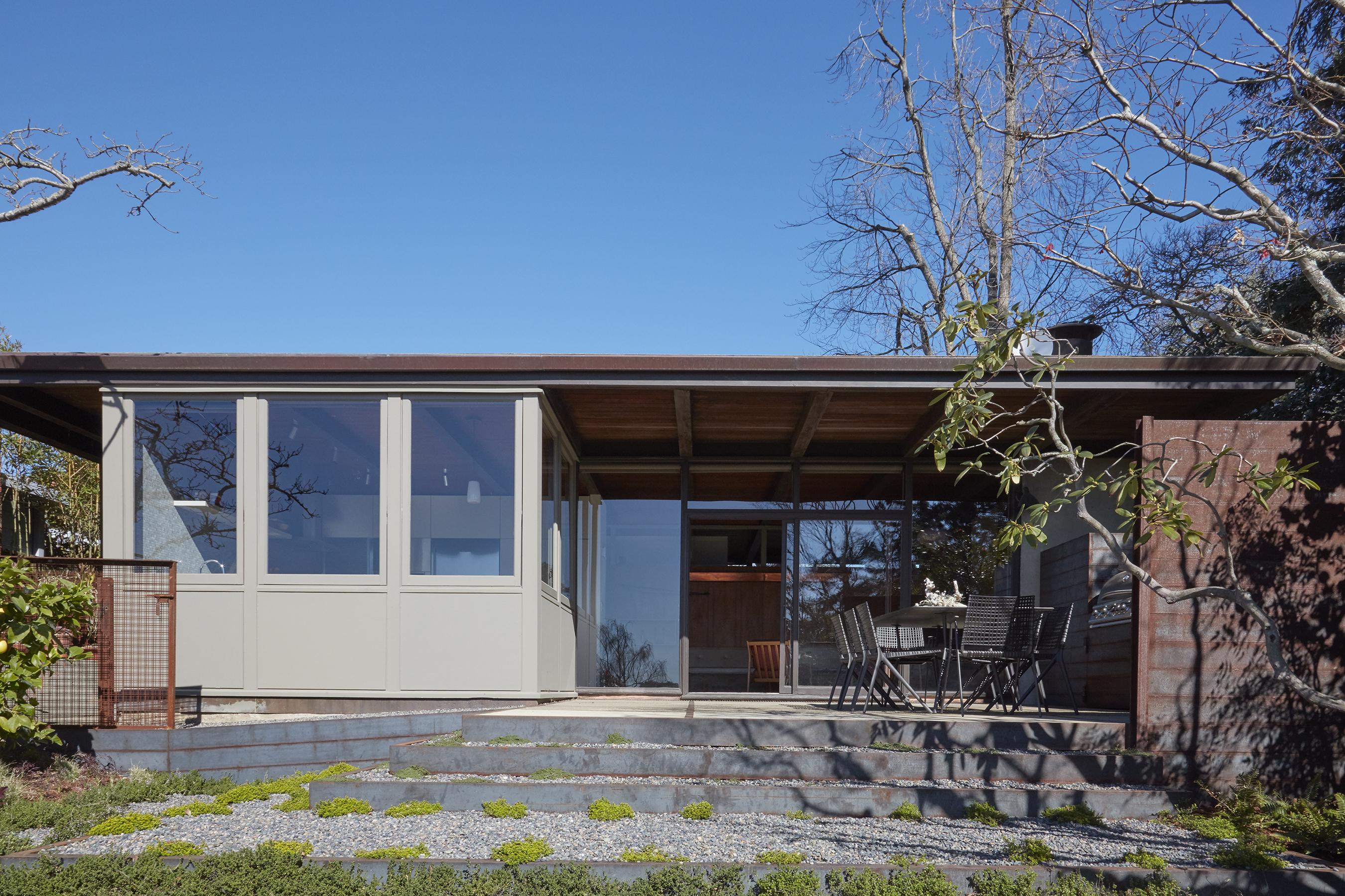 Berkeley Ridge midcentury modern home outside view facing the house