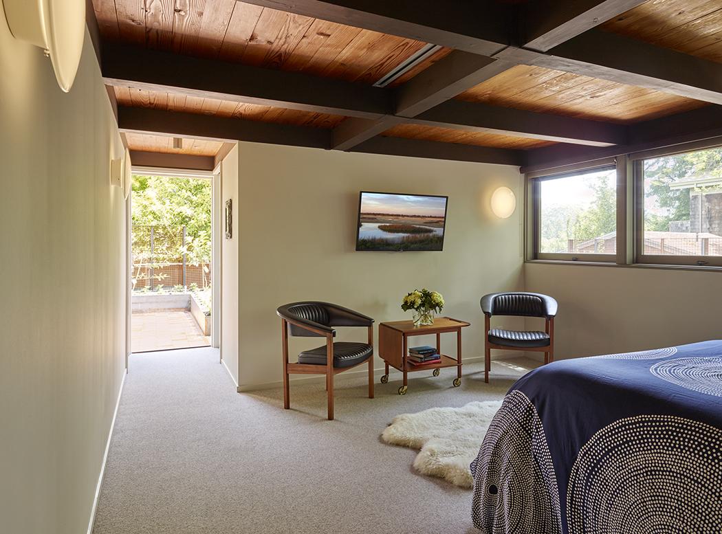 Berkeley Ridge midcentury modern home inside view of bedroom